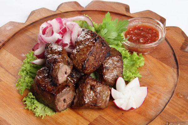 recepty-shashlyka-iz-govyazhej-pecheni