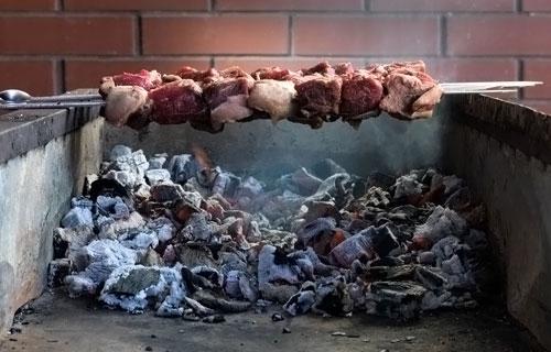 Как правильно разжечь уголь для шашлыка
