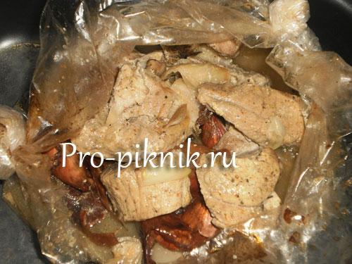Шашлык из свинины в луковой шелухе
